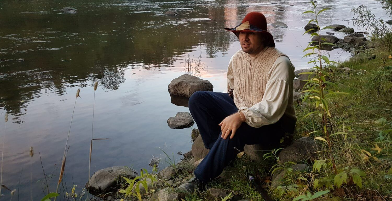 Costume médiéval grandeur nature et chapeau de paysan
